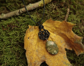 Celtic leather knot No. 5 with gemstone pendant Ryholith