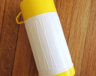 Vintage Geometric Patterned Thermos