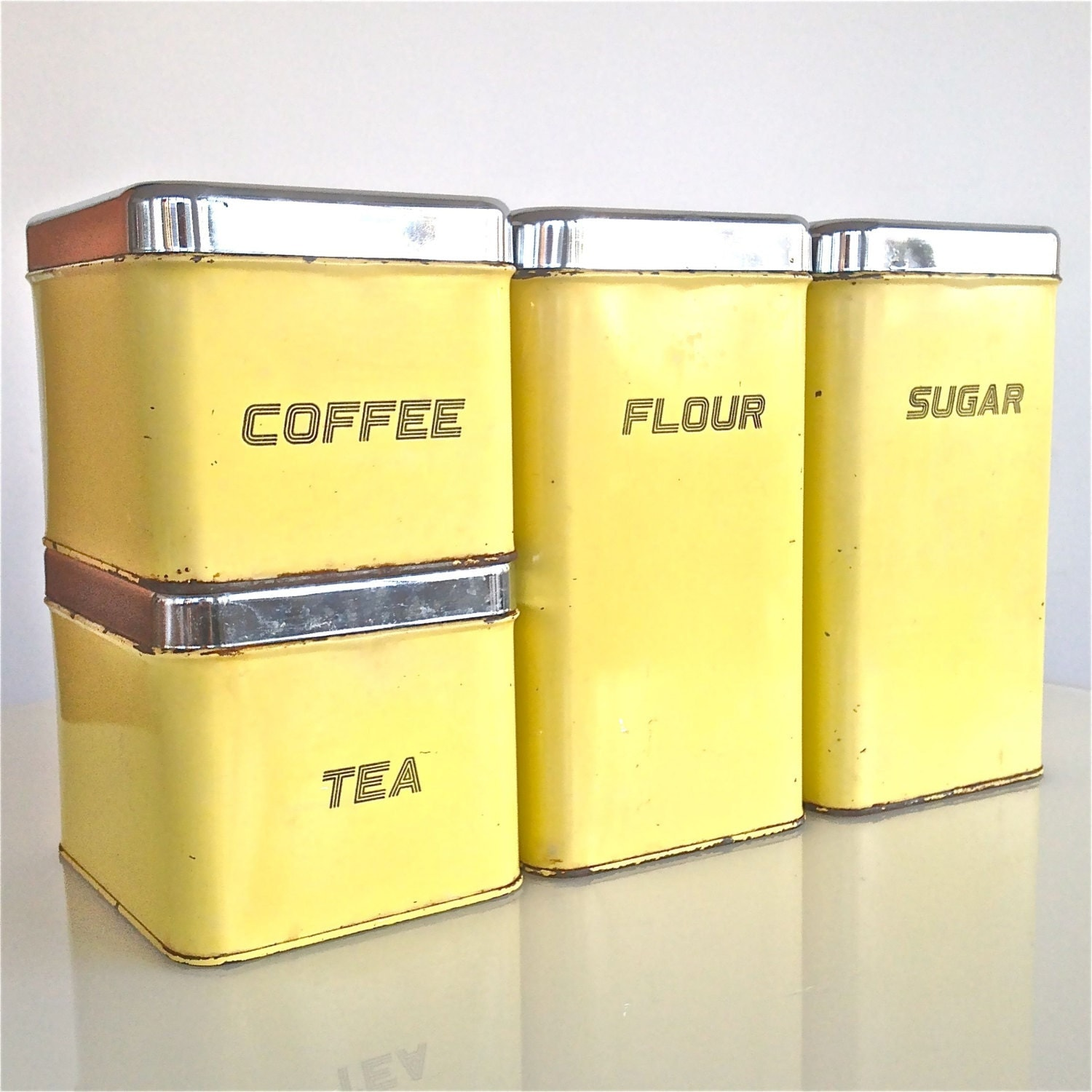 Set of 4 tin kitchen canisters the queen line by e r lite in for Kitchen queen set