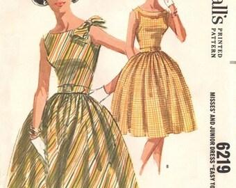 McCall's 6219 Jaw Dropping Dress 1962 / SZ13 UNCUT