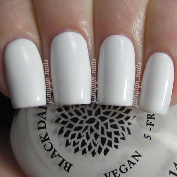 Vernis à ongles blanc de laque noire Dahlia Lys