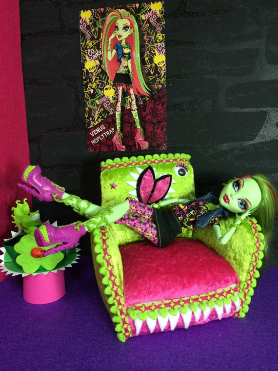 items similar to furniture for dolls monster high clawdeen wolf barbie couch bed on etsy. Black Bedroom Furniture Sets. Home Design Ideas