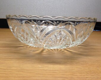 """Beautiful Vintage Clear Heavy Cut Glass Serving Bowl Scalloped Edges Starburst 8"""""""
