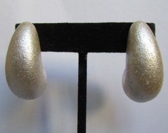 Vintage earring- Ivory drop earrings- 90s Jewelry