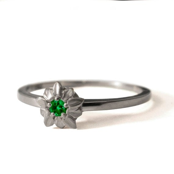 emerald flower ring 14k white gold and by doronmeravclassics