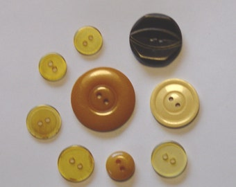 Vintage Bakelite Buttons *Tested* - Set of 9