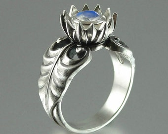LOTUS sterling silver ring with Moonstone