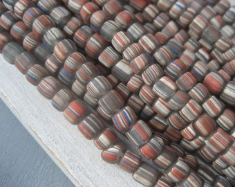 small striped  grey  glass beads  matte white red ethnic  barrel tube seed , New  Indo-pacific -  3 to 6 mm / 10 inches strand  - 3BBGL19-1