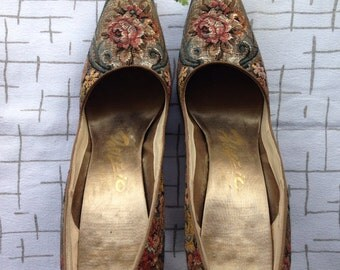 50's tapestry pumps. 6 1/2 AAAA . Palizzio
