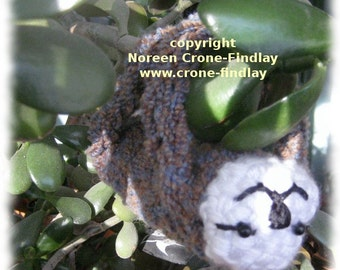 Adorable Sloth plushie toy to weave on the potholder loom pdf pattern by Noreen Crone-Findlay