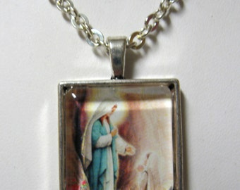 Our lady of Lourdes pendant and chain - AP28-004