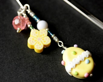 Yellow Easter Egg Bookmark. Polymer Clay Beaded Bookmark. Easter Bookmark. Book Hook Book Charm. Handmade Bookmark.