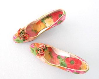 Floral Heels * Vintage 60s Heels * Printed Fabric Pumps * size 8 1/2 AA
