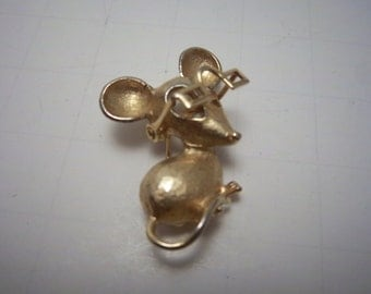 Vintage 1970s AVON Goldtone Mouse with moveable Glasses bookpiece