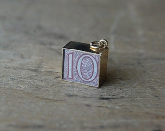 Vintage 1970s ten shilling note charm ∙ British currency charm