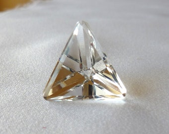 Polished Quartz pyramid 16 mm