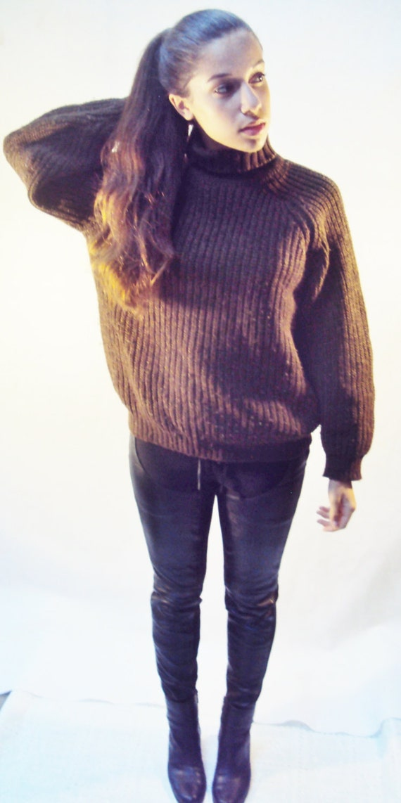 70s Brown Wool Ribbed Knit sweater / TURTLENECK SWEATER / Mod 60s heavy brown wool sweater British Invasion