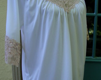 1970's Vintage NWT Lingerie Night Gown White and Rose by Durelle Size Small Made in USA 128