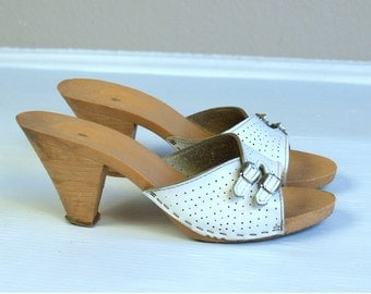 vtg 70s WHITE perforated white leather BUCKLE SANDALS slings 7.5 boho hippie shoes