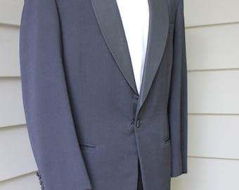 THE BEST...vintage c. 1956 -Custom-made- Men's Tuxedo. Peninsula Tailor - Hong Kong. Grosgrain lapel - Hollywood pant. Size 40 x 31 Waist