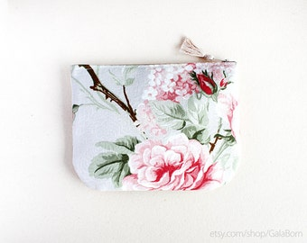 Pouch Secret garden - Wedding or  bridesmaid - Padded pouch - Romantic - Anti stain fabric - Pastel colors - Flowers