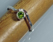 Peridot Ring Silver, Thin Wave Curve Ring, Stacking Ring, Birthstone August Jewelry, Faceted Stone