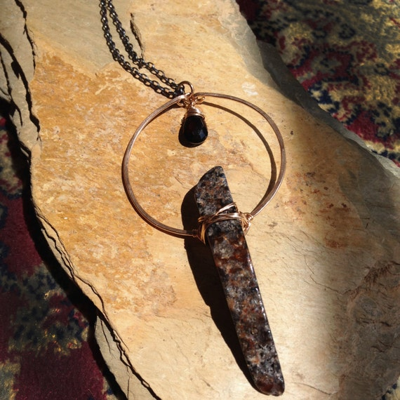 Monolith Necklace in Bronze, Agate & garnet