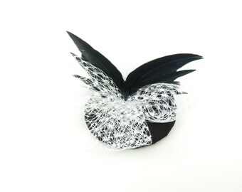 Fascinator Headpiece, Hair Accessory in Black with Butterfly Wings and White Veil, Cocktail Party Hat, Evening Fascinator Gothic Hair Clip