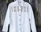 Vintage 1970s 70s white cotton HIPPIE SHIRT southwestern embroidered studded rhinestone shirt long sleeve festival clothing women small