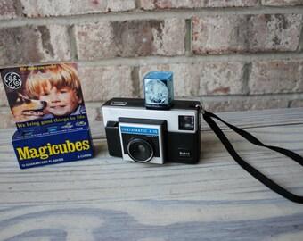 vintage Kodak Instamatic X-15 camera w/ bulbs in box