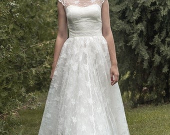 Donika -> Wedding dress in lace and tulle with short sleeves. Romantic bridal gown. Vintage inspired.