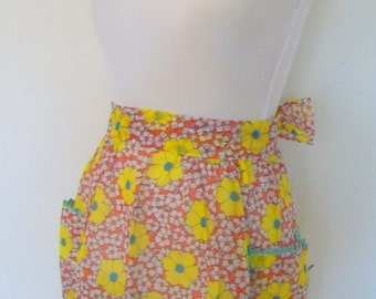 Vintage 1960s Sunny Yellow Floral Apron