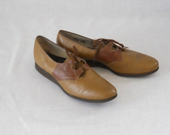 Brown vintage two tone faux leather lace up shoes - womens size 9.5 - bowling shoes