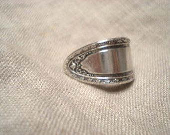 Spoon Ring Ondeida LTD Size 6 Detailed Silver Plate