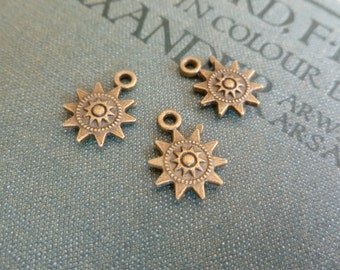 4x Sun Star Charms, Antique Brass Pendants Findings  Supplies C358