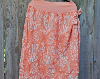 1980s Plus Size Vintage Peach and White Sarong Skirt Ties on Side