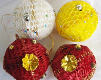 Christmas 4 Honeycomb Paper Christmas baubles 1950s Tree Decorations ...