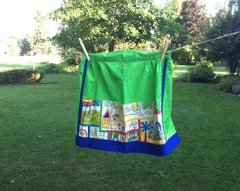 Green Half Apron With Child Print Pocket