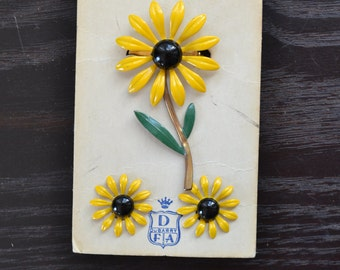 NOS DuBarry FA Fifth Avenue New on Card Brooch Earrings Set Metal Enamel Flower Set Yellow Daisy Daisies Flowers Demi Parure Clip on Earring