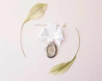 SALE - Bouquet charm, Wedding bouquet pin, Silver vintage locket, photo frame locket, Bouquet locket charm, Bridal accessory, Wedding