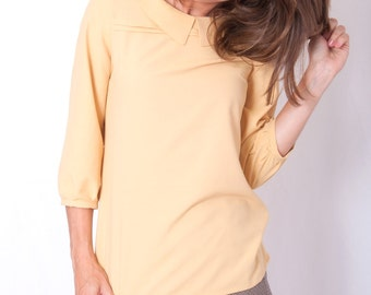 Yellow blouse with a collar and three-quarter sleeves