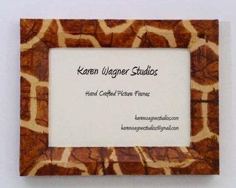 Giraffe Frame