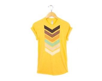 Geo Chevron Tee - Boyfriend Fit Crew Neck T-shirt with Rolled Cuffs in  Heather Gold - Women's Size S-4XL
