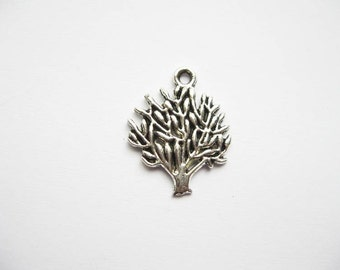 10 Tree Charms in Silver Tone - C791