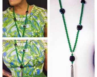Beautiful handmade Crystal Jade and onyx necklace with tassle ,collier perles Jade et Onyx avec ponpom