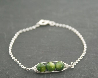 Pea pod bracelet // Peas in a pod with green mother of pearl pea pod jewelry, gift for sister, or best friend // great gift for mom