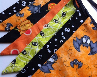 Halloween Bunting Banner in Green, Orange, Purple, Fall Decor, Bats, Spiders, Creepy Eyes, Pumpkins, Pennant, Bunting, Flags, Fabric Bunting