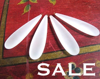 Vintage Matte White Plastic Teardrop Pendants (4x) (P539) SALE - 25% off