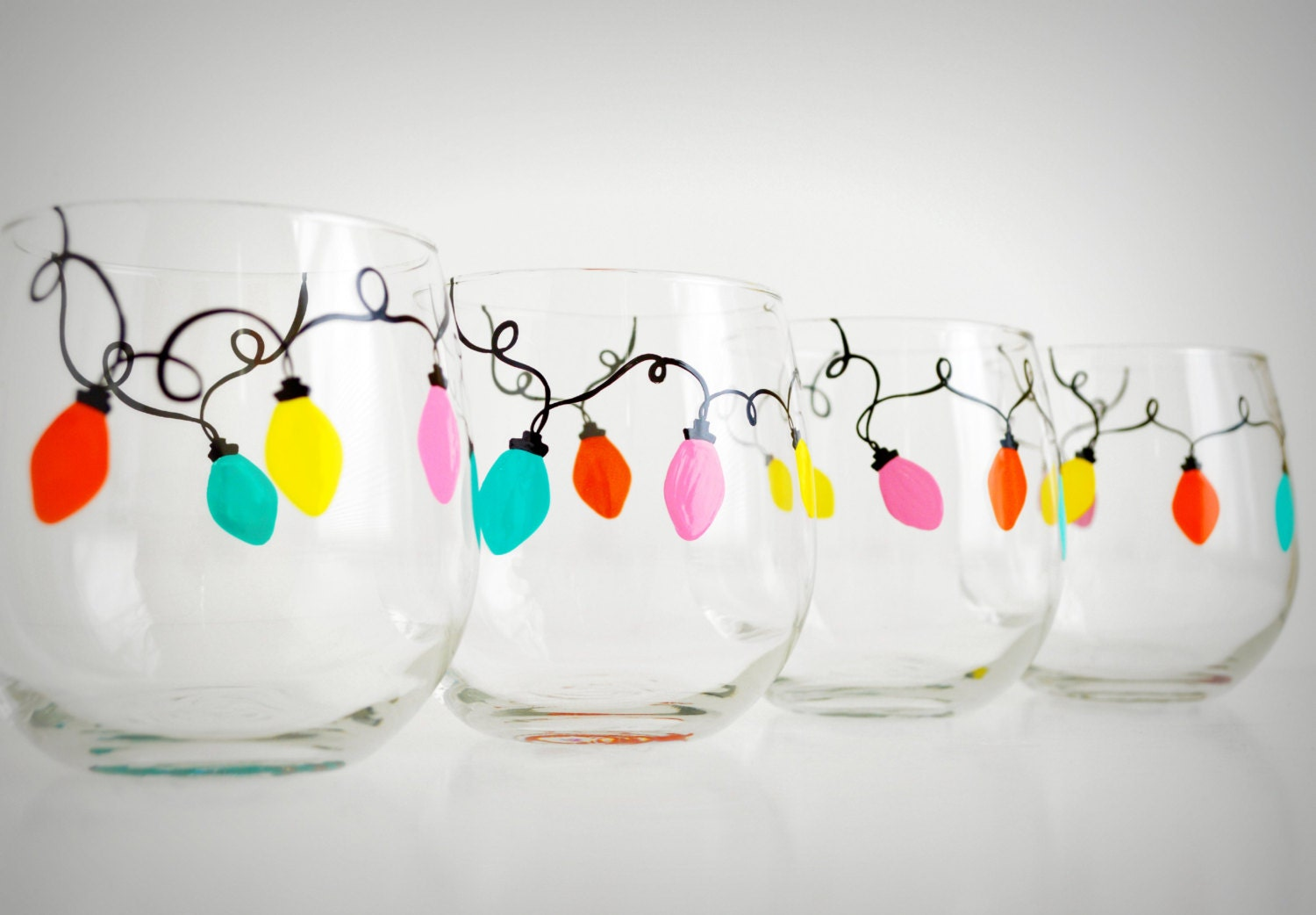 Retro christmas lights stemless wine glasses set of 4 for Hand painted wine glass christmas designs