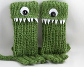 One Eyed Kelley Green Monster Octopus for your Smart phone cozy